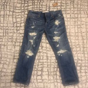 BWT Hollister size 0/24 cropped  distressed jeans